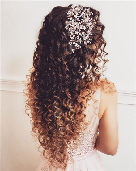 Curly locks hairstyle-curly wedding hairstyles