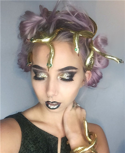 This Medusa Halloween hairstyle