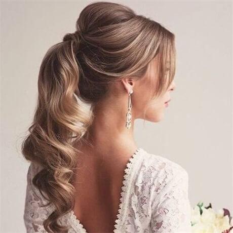 add-curls-to-ponytail