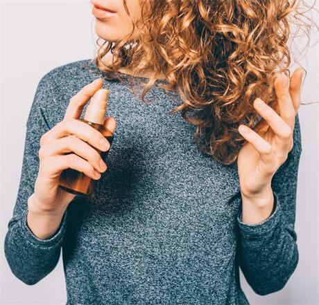 apply-hair-spray-to-curly-hair
