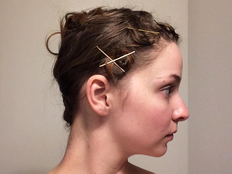 make-low-ponytail-to-secure-hair