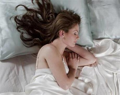sleep-on-a-silk-pillowcase