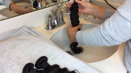 wash-the-hair-weaves