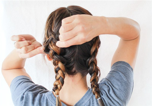 Braiding for Natural Waves